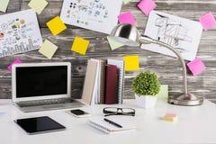 Plan rapproché créatif de lieu de travail Images stock