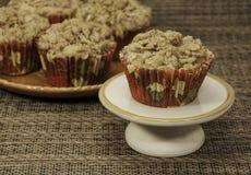 Plan rapproché croquant fait maison de petits pains d'Apple Images stock