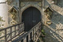 Plan rapproché d'†de château du Lichtenstein «de porte et de pont-levis d'entrée photographie stock