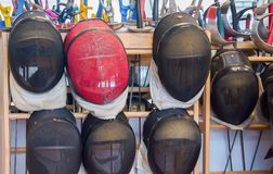 Plan rapproché d'équipement de clôture protecteur Photos stock