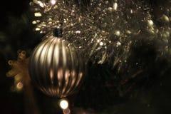 Plan rapproché d'arbre de Noël avec des lumières Image libre de droits