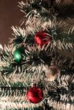 Plan rapproché d'arbre de Noël décoré Images stock