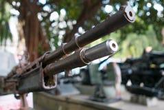 Plan rapproché d'arme à feu de guerre de vintage sur le réservoir soviétique dans Saigon Photos libres de droits