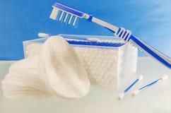 Plan rapproché d'articles d'hygiène de salles de bains d'un examen complet Photos stock