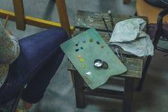 Plan rapproché d'artiste féminin avec la palette Photographie stock libre de droits