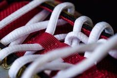 Plan rapproché d'espadrille rouge avec les dentelles blanches Photographie stock libre de droits