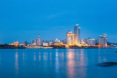 Plan rapproché d'horizon de Xiamen la nuit Photographie stock