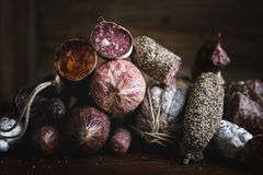 Plan rapproché d'idée de recette de photographie de nourriture de produits carnés de charcuterie photographie stock libre de droits