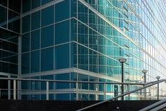 Plan rapproché d'immeuble de bureaux Photographie stock libre de droits