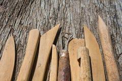 Plan rapproché d'outils de poterie image stock