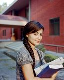 Plan rapproché d'un étudiant indien heureux. Photo stock
