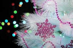 Plan rapproché d'un arbre de Noël décoré Image libre de droits