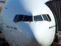 Plan rapproché d'un avion accouplé de Boeing 777 Photos stock