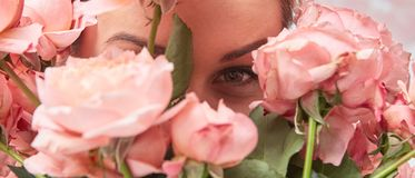 Plan rapproché d'un bouquet des roses roses Photo stock