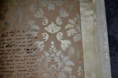 Plan rapproché d'un carnet avec l'imitation sans signification du modèle manuscrit Photo libre de droits