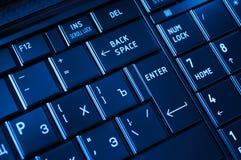 Plan rapproché d'un clavier foncé Image stock