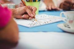 Plan rapproché d'un dessin de main sur un papier Photo stock