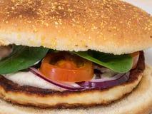 Plan rapproché d'un hamburger végétarien de halloumi photo stock