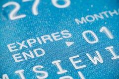 Plan rapproché d'un par la carte de crédit photo libre de droits