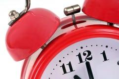Plan rapproché d'un réveil rouge de cloches photographie stock libre de droits