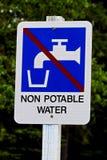 Plan rapproché d'un signe de l'eau non potable Photographie stock libre de droits