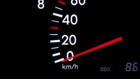 Plan rapproché d'un tachymètre de accélération avec une icône de ceinture de sécurité clips vidéos