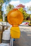 Plan rapproché d'un voyant d'alarme orange image libre de droits