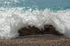 Plan rapproché d'une éclaboussure de mer Image stock