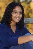 Plan rapproché d'une adolescente heureuse photos libres de droits
