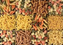 Plan rapproché d'une boîte de pâtes assorties Image libre de droits