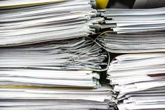 Plan rapproché d'une pile de dossiers et de dossiers Photos libres de droits
