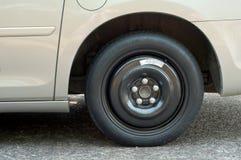 Plan rapproché d'une roue de secours sur un Van et de pièce pour le texte Photos stock