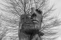Plan rapproché d'une sculpture en art en parc d'affaires Ratisbonne images stock
