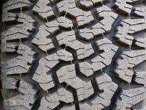 Plan rapproché de bande de roulement tous terrains de pneu de voiture Photographie stock libre de droits