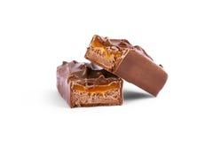 Plan rapproché de bar de chocolat d'isolement sur le blanc Images stock
