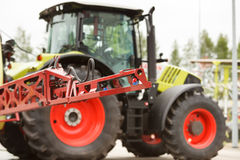 Plan rapproché de bec de pulvérisateur de tracteur Photo libre de droits