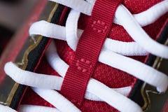 Plan rapproché de belle espadrille rouge moderne Photo libre de droits