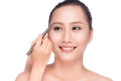 Plan rapproché de belle femme asiatique fascinante avec le mA professionnel photographie stock