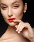Plan rapproché de belle femme avec le maquillage de soirée photo libre de droits