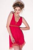 Plan rapproché de belle fille avec le maekeup rouge de mode Photo stock