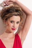 Plan rapproché de belle fille avec le maekeup rouge de mode Photos stock