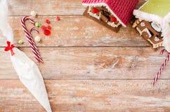 Plan rapproché de belles maisons de pain d'épice à la maison Image stock