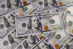Plan rapproché de Ben Franklin sur cent billets d'un dollar pour le fond IX photo libre de droits