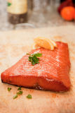 Plan rapproché de bifteck saumoné fumé images libres de droits