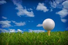 Plan rapproché de bille de golf photographie stock