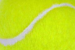 Plan rapproché de bille de tennis Photographie stock libre de droits