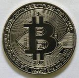 Plan rapproché de Bitcoin d'isolement sur le fond blanc Photos libres de droits