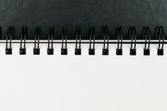 Plan rapproché de carnet à dessins attaché d'artistes d'anneau images stock