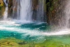 Plan rapproché de cascade Photos libres de droits