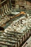 Plan rapproché de cendre du feu de cheminée image stock